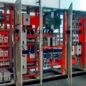 Montagem de painel elétrico para indústria metalúrgica